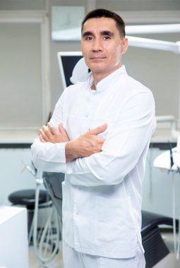 Главный врач, 1-я квалификационная категория по терапии и ортопедии Ематинов Александр Александрович