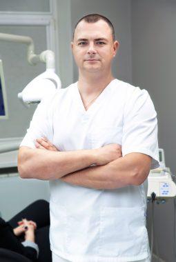 Врач-стоматолог хирург 1-й категории Перминов Олег Александрович